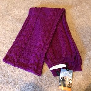 Beautiful NWT Purple scarf by Icebreaker